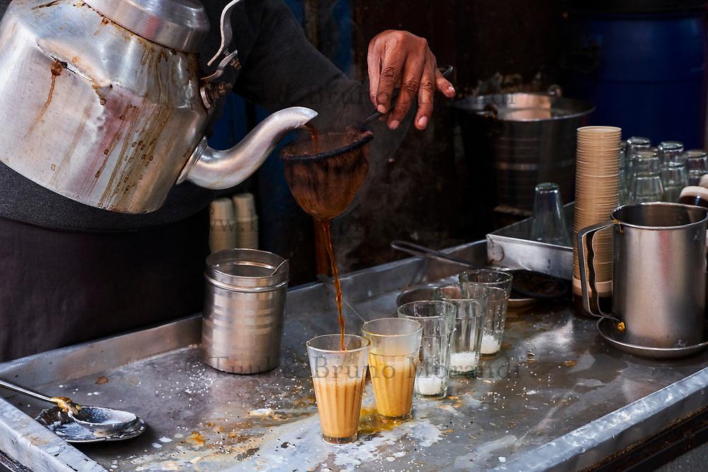 Inde, Delhi, vieux Delhi, maison de thé dans le quartier musulma // India, Delhi, Old Delhi, tea house in the old city