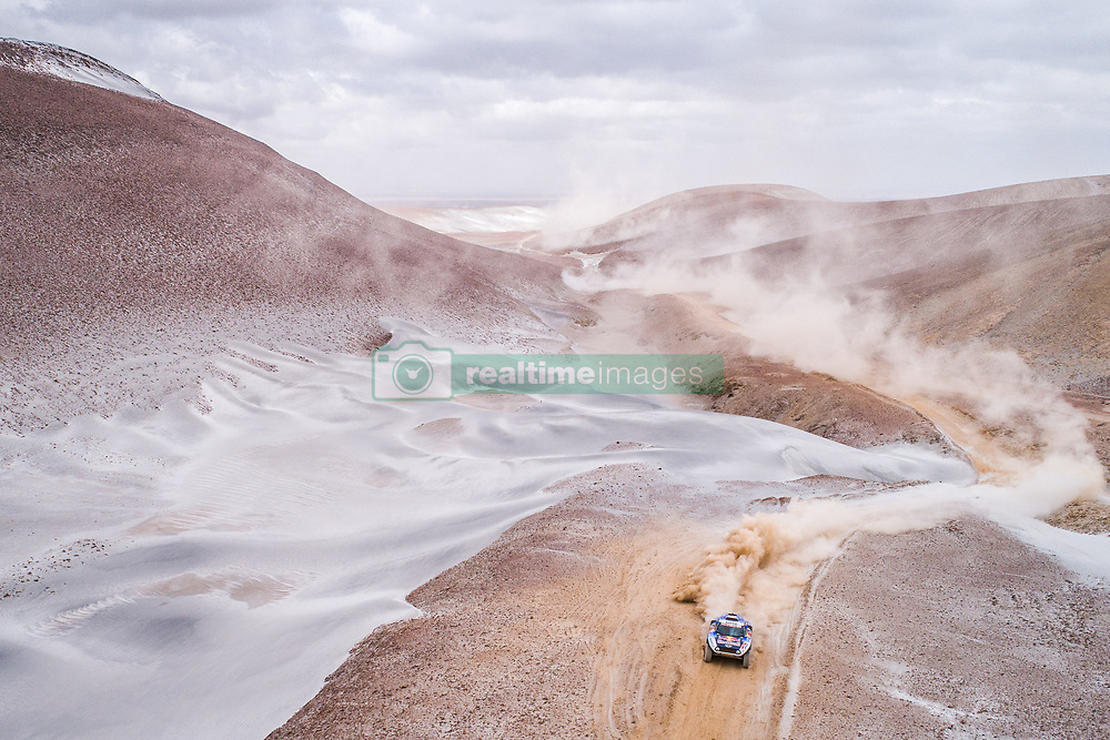 Carlos Sainz and Lucas Cruz in the Mini of the X-Raid Mini JCW Team navigating in the sand during stage 4 of the Dakar Rally, between Arequipa and Tacna, Peru, on January 10, 2019.