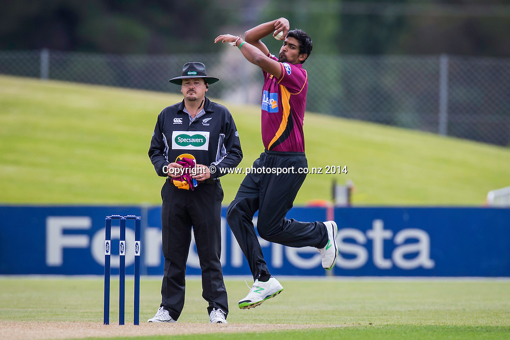 Ish Sodhi bowls for the Northern Knights during the Volts v Knights, 27 December 2014Saturday, 27 December 2014, Molyneux Park, Alexandra - List-A Match - Ford Trophy CREDIT: Libby Law / www.photosport.co.nz