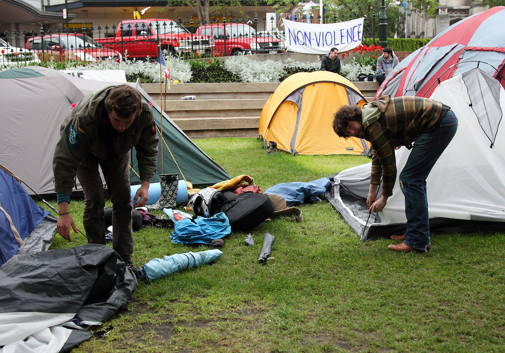 Occupy protesters pack up their tents to leave the Octagon after a  trespass warning  was issued by the Dunedin City Council, Dunedin, New Zealand, Tuesday, November 01, 2011. Credit:SNPA / Dianne Manson.