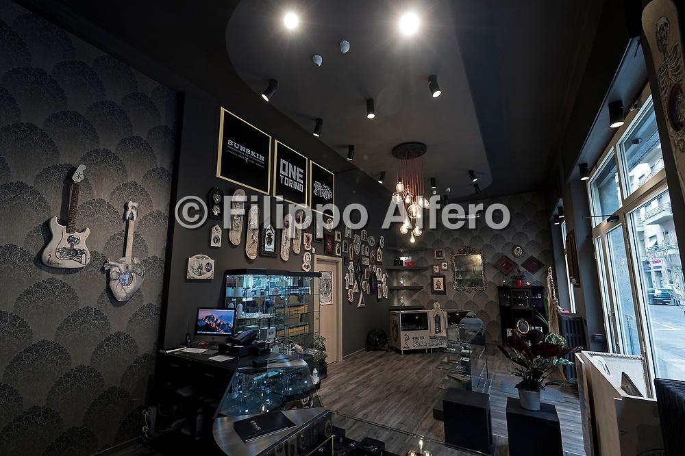 &copy; Filippo Alfero<br /> Casa delle lampadine, progetti di illuminazione<br /> Torino, 26/05/2017<br /> Nella foto: negozio One Torino - Area 38 light