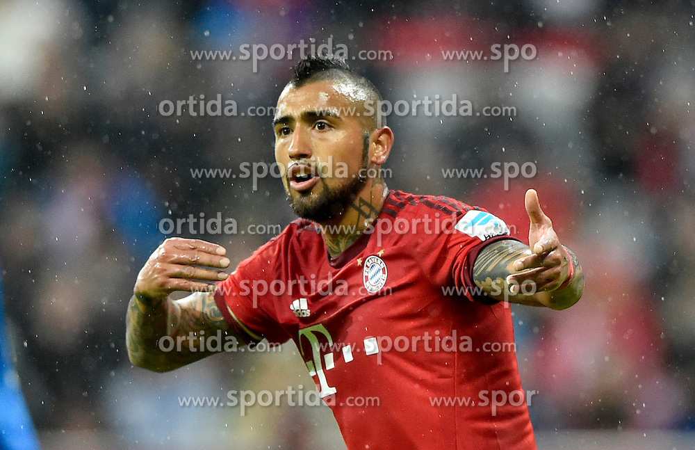 31.01.2016, Allianz Arena, Muenchen, GER, 1. FBL, FC Bayern Muenchen vs TSG 1899 Hoffenheim, 19. Runde, im Bild Arturo Vidal FC Bayern Muenchen Gestik, Geste // during the German Bundesliga 19th round match between FC Bayern Munich and TSG 1899 Hoffenheim at the Allianz Arena in Muenchen, Germany on 2016/01/31. EXPA Pictures &copy; 2016, PhotoCredit: EXPA/ Eibner-Pressefoto/ Weber<br /> <br /> *****ATTENTION - OUT of GER*****