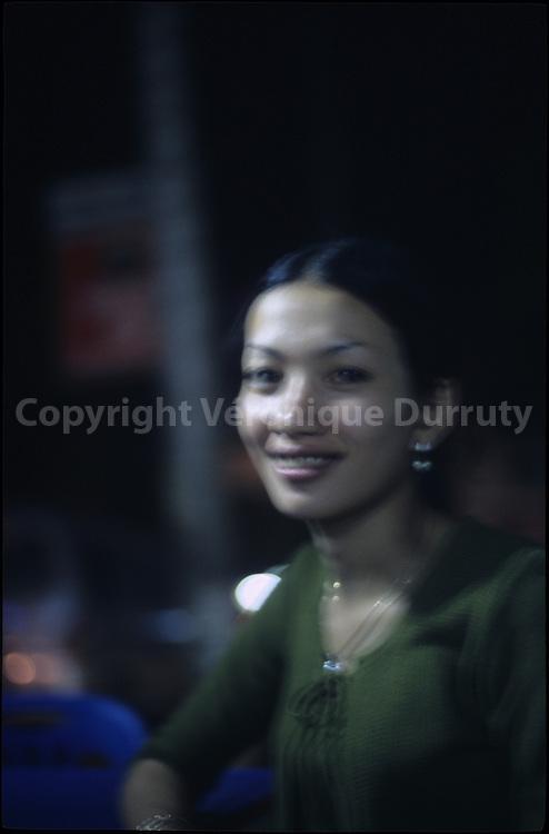 HAPPINESS. YOUNG VIETNAMESE LADY. HO CHI MINH VILLE // BONHEUR. JEUNE FEMME VIETNAMIENNE. HO CHI MINH VILLE