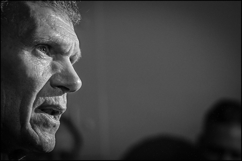 Senator Tom Daschle during a news conference on Capitol Hill.  10/24/01..©PF BENTLEY/PFPIX.com