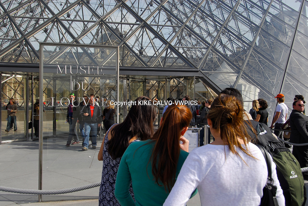 The Louvre Museum in Paris, The Muse?e du Louvre houses 35,000 works of art drawn from eight departments, displayed in over 60,000 square meters of exhibition space dedicated to the permanent collections. Explore the works on display, taking a thematic or cross-departmental approach.