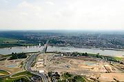 Nederland, Gelderland, Nijmegen, 26-06-2014; rivier de Waal met (de toerit naar ) de Waalbrug. Voorgrond grondwerkzaamheden voor de dijkteruglegging Lent (Ruimte voor de Rivier). De dijken worden landinwaarts verplaats en er wordt een nevengeul gegraven. De huizen op de dijk blijven bestaan en komen te liggen op het Stadseiland Veur-Lent Nijmegen. <br /> The Waal bridge on the river Waal, groundwork for the Dike relocation of Lent (project Ruimte voor de Rivier: Room for the River).<br /> luchtfoto (toeslag op standaard tarieven);<br /> aerial photo (additional fee required);<br /> copyright foto/photo Siebe Swart.