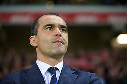 LILLE, FRANCE - Thursday, October 23, 2014: Everton's manager Roberto Martinez before the UEFA Europa League Group H match against Lille OSC at Stade Pierre-Mauroy. (Pic by David Rawcliffe/Propaganda)