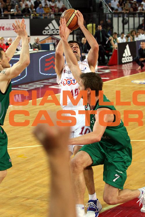 DESCRIZIONE : Roma Lega A1 2006-07 Playoff Semifinale Gara 4 Lottomatica Virtus Roma Montepaschi Siena<br />GIOCATORE : Dejan Bodiroga<br />SQUADRA : Lottomatica Virtus Roma<br />EVENTO : Campionato Lega A1 2006-2007 Playoff Semifinale Gara 4<br />GARA : Lottomatica Virtus Roma Montepaschi Siena<br />DATA : 07/06/2007 <br />CATEGORIA : Tiro<br />SPORT : Pallacanestro<br />AUTORE : Agenzia Ciamillo-Castoria/G.Ciamillo
