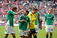 FUSSBALL   1. BUNDESLIGA   SAISON 2008/2009   5. SPIELTAG FC Bayern Muenchen  - Werder Bremen               20.09.2008 Freude nach dem Sieg: Sebastian BOENISCH, DIEGO, Tim WIESE und Peter NIERMEYER (li nach re, Bremen) freuen sich nach dem Abpfiff.