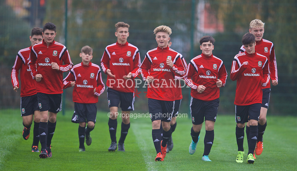 NEWPORT, WALES - Monday, November 2, 2015: Wales' goalkeeper Scott Reed, Steffan Buckeley, Elliot Thorpe, Keiron Proctor, Mathew Jake Nicholls, Dylan Levitt, Mason Jones-Thomas, William Billy Sass-Davies during a training session ahead of the Under-16's Victory Shield International match at Dragon Park. (Pic by David Rawcliffe/Propaganda)
