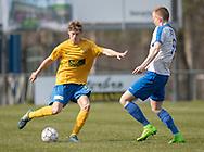 FODBOLD: Magnus Pedersen (Ølstykke FC) presses af Mathias Olesen (Humlebæk) under kampen i Serie 2 mellem Ølstykke FC og Humlebæk Boldklub den 6. april 2019 på Ølstykke Stadion. Foto: Claus Birch.
