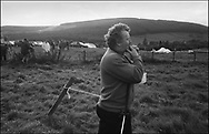 A COMPETITOR WHISTLING TO ENCOURAGE HIS HOUND IN A TRAIL RACE BENTPATH AGRICULTURAL SHOW, BENTPATH, NEAR LOCKERBIE. SATURDAY 2.9.00.©JEREMY SUTTON-HIBBERT 2000..