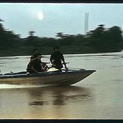 Patrulla del FSLN en el rio San Juan. Nicaragua. 1985.