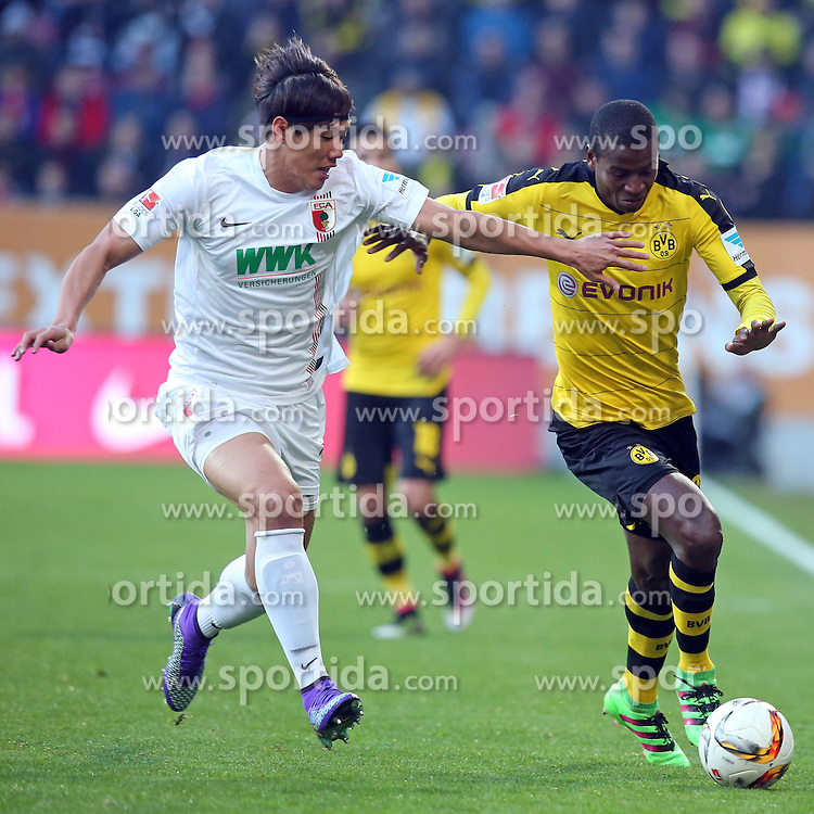 20.03.2016, WWK Arena, Augsburg, GER, 1. FBL, FC Augsburg vs Borussia Dortmund, 27. Runde, im Bild Jeong-Ho Hong ( FC Augsburg ) rechts Adrian Ramos ( Borussia Dortmund ) // during the German Bundesliga 27th round match between FC Augsburg and Borussia Dortmund at the WWK Arena in Augsburg, Germany on 2016/03/20. EXPA Pictures &copy; 2016, PhotoCredit: EXPA/ Eibner-Pressefoto/ Langer<br /> <br /> *****ATTENTION - OUT of GER*****
