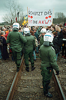 20.03.1998, Germany, Ahaus:<br /> Demonstranten gegen Castor Transport blockieren die Bahnstrecke nach Ahaus, Castor Transport nach Ahaus<br /> IMAGE: 19980320-01/02-02<br />  <br />  <br />  <br /> KEYWORDS: Demo, Demonstration, plakat