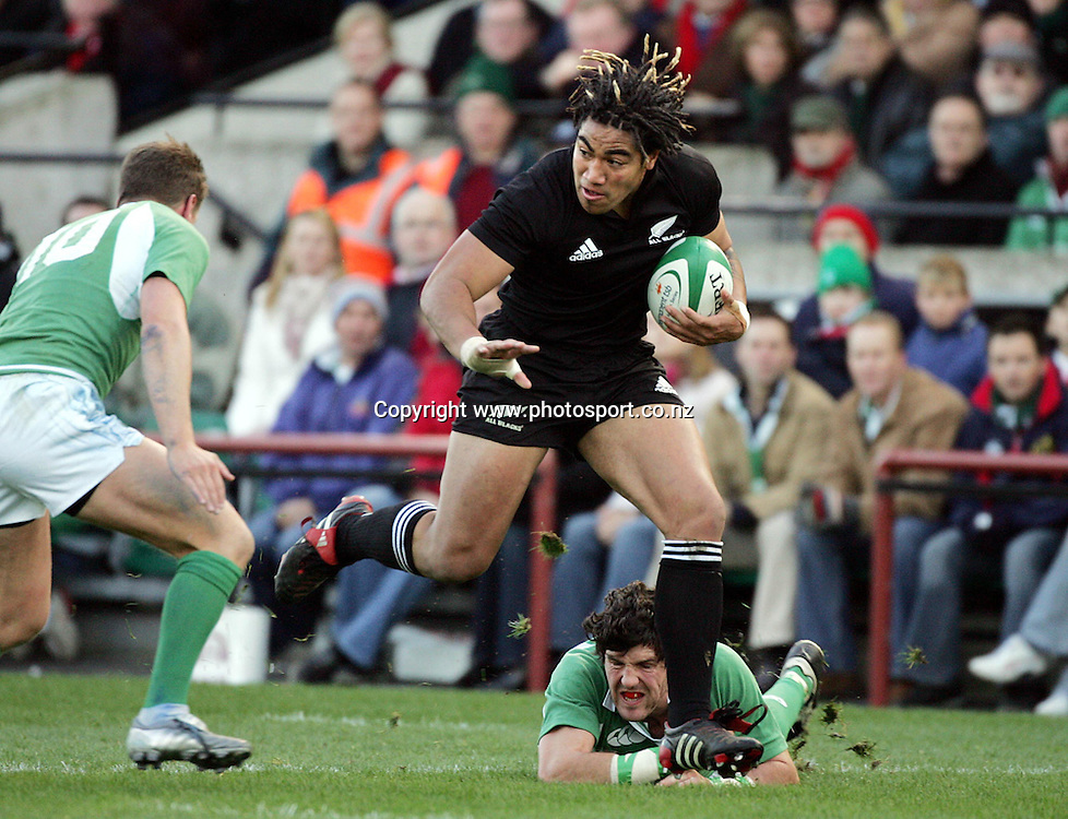 All Black centre Ma'a Nonu on the charge for All Blacks versus Ireland Rugby Union match at Lansdowne Road, Dublin, Saturday 12 November 2005.The All Blacks won the match 45-7.Photo: Andrew Cornaga/PHOTOSPORT<br />
