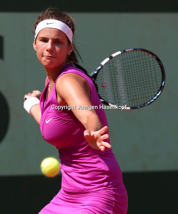 French Open 2011, Roland Garros,Paris,ITF Grand Slam Tennis Tournament ,Julia Goerges (GER),Aktion,Einzelbild,Halbkoerper,Hochformat,