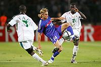 Fotball<br /> Landskamp 17.08.2005<br /> Frankrike v Elfenbenskysten 3-0<br /> Foto: Dppi/Digitalsport<br /> NORWAY ONLY<br /> <br /> JEROME ROTHEN (FRA) / EMMANUEL EBOUE / EMERSE FAE (IVO)