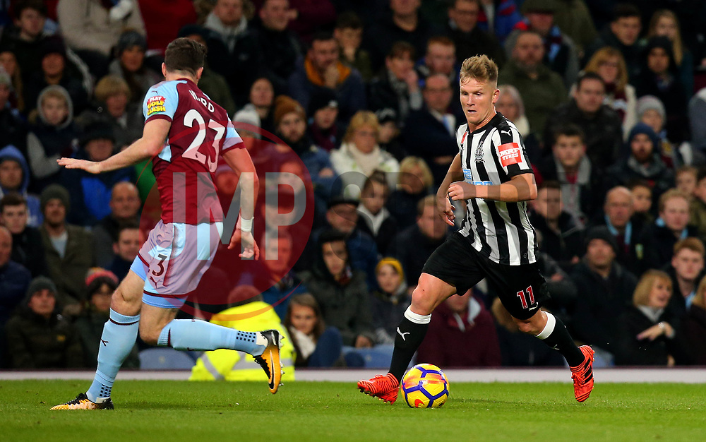 Matt Ritchie of Newcastle United takes on Stephen Ward of Burnley - Mandatory by-line: Robbie Stephenson/JMP - 30/10/2017 - FOOTBALL - Turf Moor - Burnley, England - Burnley v Newcastle United - Premier League