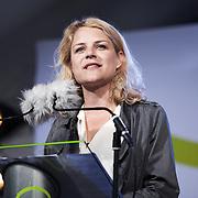 Folkemøde påBornholm. Johanne Schmidt-Nielsen, leder af Enhedslisten taler påden store scene.
