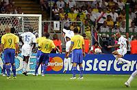 0:1 Tor Thierry Henry Frankreich rechts<br /> Fussball WM 2006 Viertelfinale Brasilien - Frankreich<br />  Brasil - Frankrike <br /> Norway only