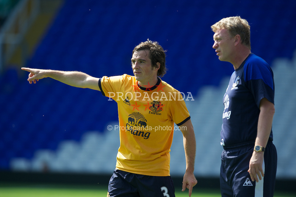 BIRMINGHAM, ENGLAND - Saturday, July 30, 2011: Everton's Leighton Baines and manager David Moyes during a preseason friendly match against Birmingham City at St Andrews. (Photo by David Rawcliffe/Propaganda)