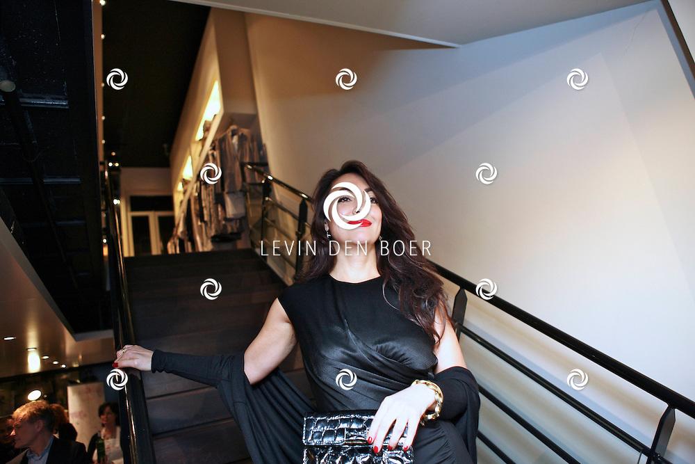 AMSTERDAM - In de PC Hooftstraat bij de bekende winkel OGER werd een Dress en Drinks evenement gehouden. De nieuwste collectie van Oger werd gepresenteerd en gelijk ook de daarbij behorende Chateau wijnen. Met op de foto Monique Klemann. FOTO LEVIN DEN BOER - PERSFOTO.NU