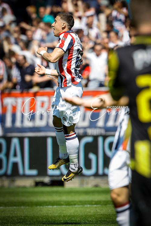 *Kostas Tsimikas* of Willem II celebrates 1-0