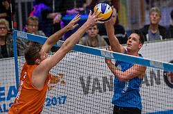 08-01-2017 NED: NK Beachvolleybal Indoor, Aalsmeer<br /> Dirk Boehle #2, Christiaan Varenhorst #2