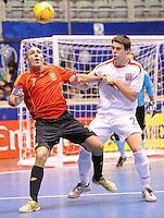 Fussball  International  FIFA  FUTSAL WM 2008   05.10.2008 Vorrunde Gruppe D Spain - Czech Republic Spanien - Tschechien JAVI RODRIGUEZ (li, ESP) gegen David FILINGER (CZE)