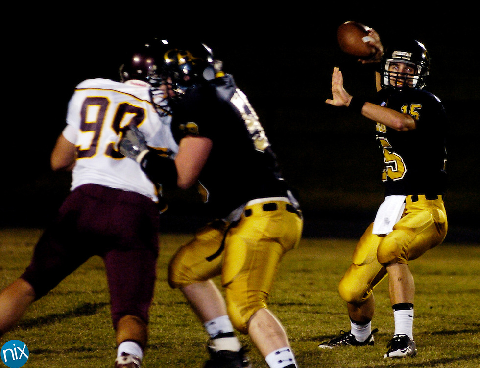 Concord's Sean Willix looks to pass against Sun Valley Friday, October 10, 2008. (Photo by James Nix)