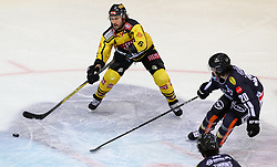 10.12.2017, Albert Schultz Halle, Wien, AUT, EBEL, UPC Vienna Capitals vs Dornbirner Eishockey Club, 27. Runde, im Bild Rafael Rotter (UPC Vienna Capitals), Brian Connelly (Dornbirner Eishockey Club) // during the Erste Bank Icehockey League 27th round match between UPC Vienna Capitals and Dornbirner Eishockey Club at the Albert Schultz Halle in Vienna, Austria on 2017/12/10. EXPA Pictures © 2017, PhotoCredit: EXPA/ Alexander Forst