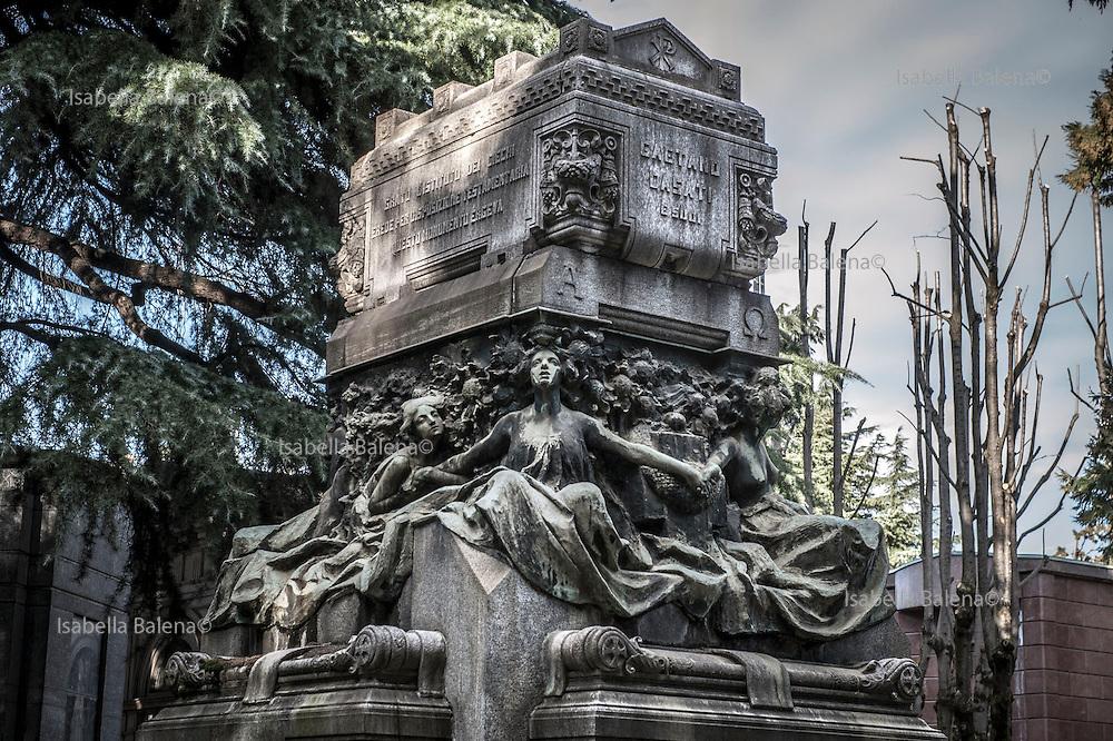 Milano, Lombardia, Italia, Cimitero Monumentale. Monumental Cemetery.Stile Liberty, liberty style. Tomba Casati, Casati grave.Scultore Carminati.