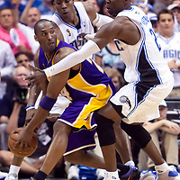 BASKET BALL - PLAYOFFS NBA 2008/2009 - LOS ANGELES LAKERS V ORLANDO MAGIC - GAME 3 -  ORLANDO (USA) - 09/06/2009 - PHOTO : CHRIS ELISE<br /> KOBE BRYANT (LAKERS), DWIGHT HOWARD (MAGIC), MICKAEL PIETRUS (MAGIC)