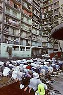 France. Marseille. Aid Muslim prayer prayer in cite Bellevue   Marseille  France    /la prière de l Aid au coeur de la cite Bellevue dans le centre de   Marseille  France  /R00015/4    L2816  /  P0004008