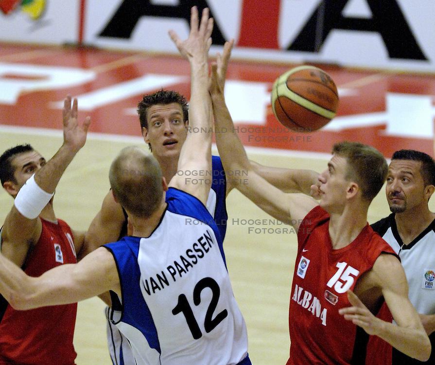16-09-2006 BASKETBAL: NEDERLAND - ALBANIE: NIJMEGEN<br /> De basketballers hebben ook hun vierde wedstrijd in de kwalificatiereeks voor het Europees kampioenschap in winst omgezet. In Nijmegen werd een ruime overwinning geboekt op Albanie: 94-55 / Niels Meijer<br /> &copy;2006-WWW.FOTOHOOGENDOORN.NL