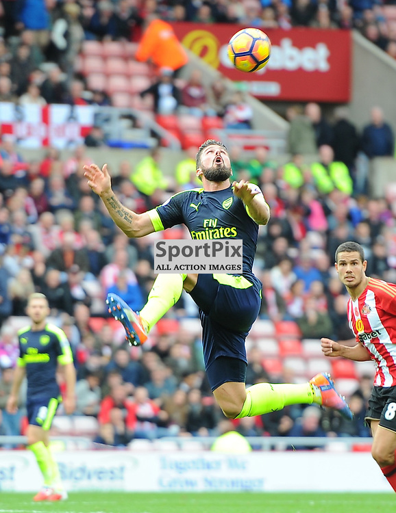 Olivier Giroud of Arsenal controls the ball in the air during Sunderland vs Arsenal, Premier League, 29.10.16 (c) Harriet Lander | SportPix.org.uk
