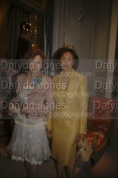 Marcella Lady Dashwood and Lady Francis Russell, The opening  day of the Grosvenor House Art and Antiques Fair.  Grosvenor House. Park Lane. London. 14 June 2006. ONE TIME USE ONLY - DO NOT ARCHIVE  © Copyright Photograph by Dafydd Jones 66 Stockwell Park Rd. London SW9 0DA Tel 020 7733 0108 www.dafjones.com