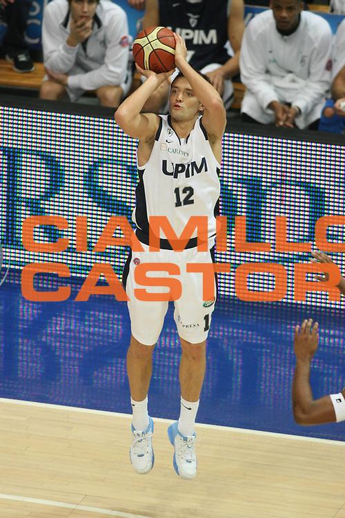 DESCRIZIONE : Bologna Lega A1 2007-08 Upim Fortitudo Bologna Premiata Montegranaro <br /> GIOCATORE : Kristaps Janicenoks <br /> SQUADRA : Upim Fortitudo Bologna <br /> EVENTO : Campionato Lega A1 2007-2008 <br /> GARA : Upim Fortitudo Bologna Premiata Montegranaro <br /> DATA : 12/01/2008 <br /> CATEGORIA : Tiro <br /> SPORT : Pallacanestro <br /> AUTORE : Agenzia Ciamillo-Castoria/G.Ciamillo