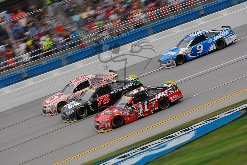 Talladega, AL - Oct 25, 2015:  Kurt Busch (41) battles for position during the CampingWorld.com 500  at Talladega Superspeedway in Talladega, AL.