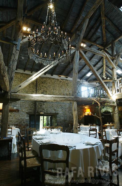 Basque restaurant, Baserri Maitea, in Forua, Basque Country. July 21, 2006