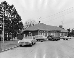 April 26, 2018 - USA - Four persons were shot to death and a fifth died of wounds suffered in the Pine Village Steak House near Yorkville Ill. Exterior of the steak house at routes 47 and 34 near Yorkville photographed on Jan. 3, 1973. (Credit Image: © William Kelly/TNS via ZUMA Wire)