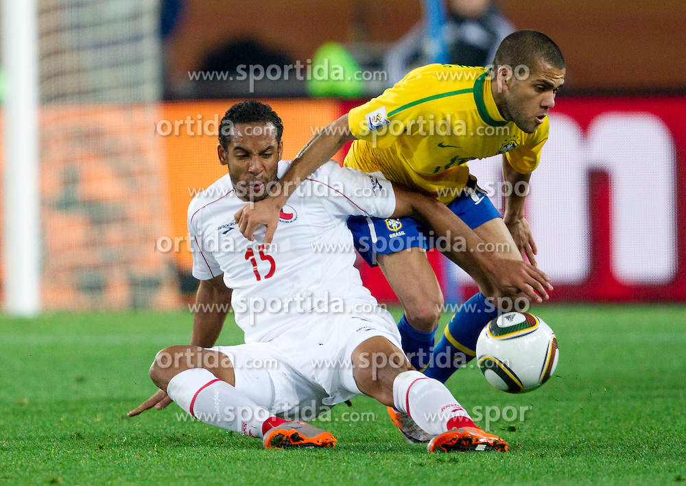 Jean Beausejour of Chile vs Dani Alves of Brazil during the 2010 FIFA World Cup South Africa Round of Sixteen match between Brazil and Chile at Ellis Park Stadium on June 28, 2010 in Johannesburg, South Africa.  (Photo by Vid Ponikvar / Sportida)