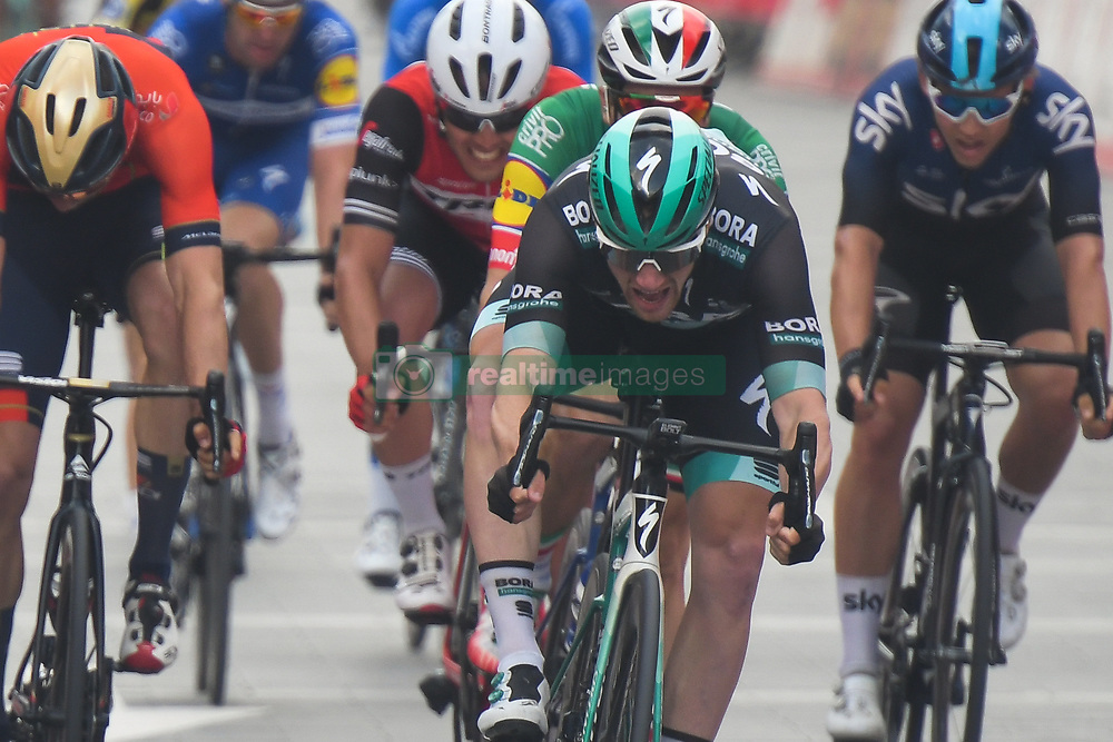 March 2, 2019 - Dubai, United Arab Emirates - Ireland's Sam Bennett (Center) from BORA - Hansgrohe Team wins the seventh and final stage - Dubai Stage of the UAE Tour 2019, a 145km with a start from Dubai Safari Park and finish in City Walk area. .On Saturday, March 2, 2019, in Dubai City Walk, Dubai Emirate, United Arab Emirates. (Credit Image: © Artur Widak/NurPhoto via ZUMA Press)