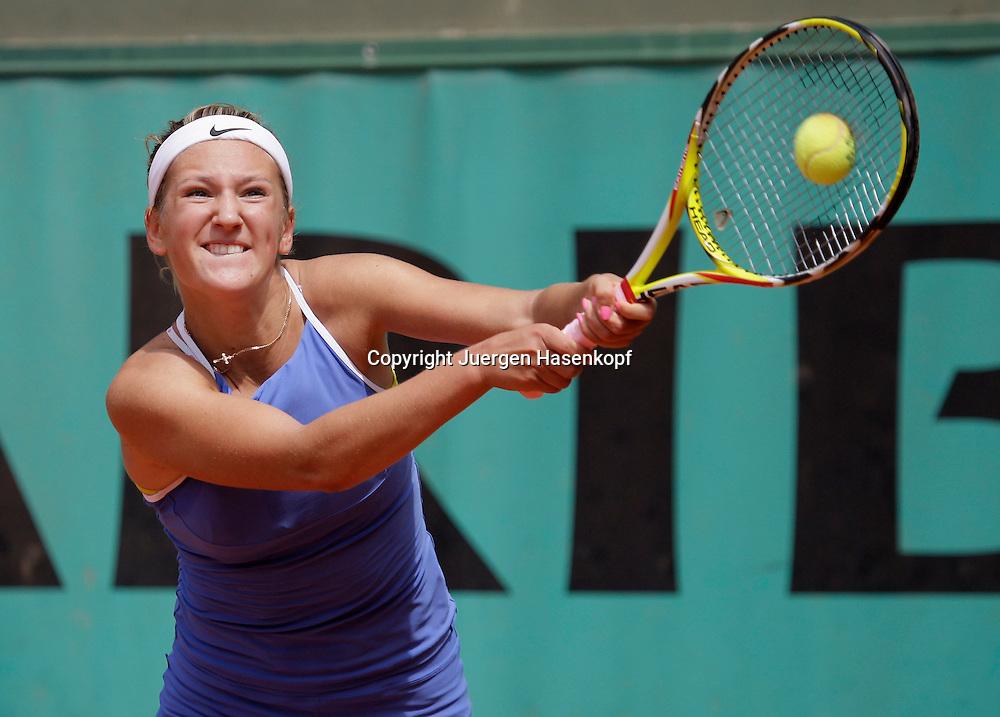 French Open 2009, Roland Garros, Paris, Frankreich,Sport, Tennis, ITF Grand Slam Tournament, <br /> Victoria Azarenka (BLR) spielt eine Rueckhand,backhand..<br /> <br /> Foto: Juergen Hasenkopf