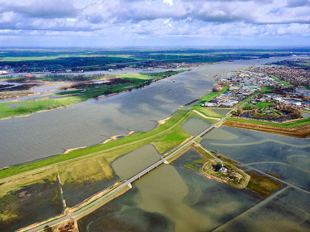 Nederland, Noord-Brabant, Drimmelen, 25-02-2020; Brabantse Biesbosch, zicht op Polder Noordwaard bij hoogwater, de polder fungeert als overloopgebied bij hoogwater. De dijken aan de rivier de Nieuwe Merwede (links) zijn gedeeltelijk afgegraven waardoor de rivier bij hoogwater via de Noordwaard en de Biesbosch sneller naar zee gaat stromen. Gevolg van de ingrepen in het kader van Ruimte voor de Rivier is dat de waterstand verder stroomopwaarts zal dalen. Huizen en boerderijen zijn verplaatst naar nieuw aangelegde terpen.<br /> Brabantse Biesbosch, view of Polder Noordwaard during high waters. The Noordwaard Polder serves as an overflow area and gives 'Room to the River'. Houses and farmhouses have been demolished and rebuild on new dwelling mounds.<br /> luchtfoto (toeslag op standard tarieven);<br /> aerial photo (additional fee required)<br /> copyright © 2020 foto/photo Siebe Swart