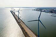 Nederland, Enkhuizen, 20190405<br /> Windmolens op een strekdam bij het begin van de dijk Enkhuizen-Lelystad.<br /> <br /> Foto: (c)Michiel Wijnbergh