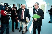 05 JAN 2009, BERLIN/GERMANY:<br /> Frank-Walter Steinmeier, SPD, Bundesaussenminister, und Franz Muentefering, SPD Parteivorsitzender, auf dem Weg zur Sitzung der SPD -Koordinierungsrunde-Bund-Laender-Komunen, Willy-Brandt-Haus<br /> IMAGE: 20090105-01-001<br /> KEYWORDS: Franz M&uuml;ntefering