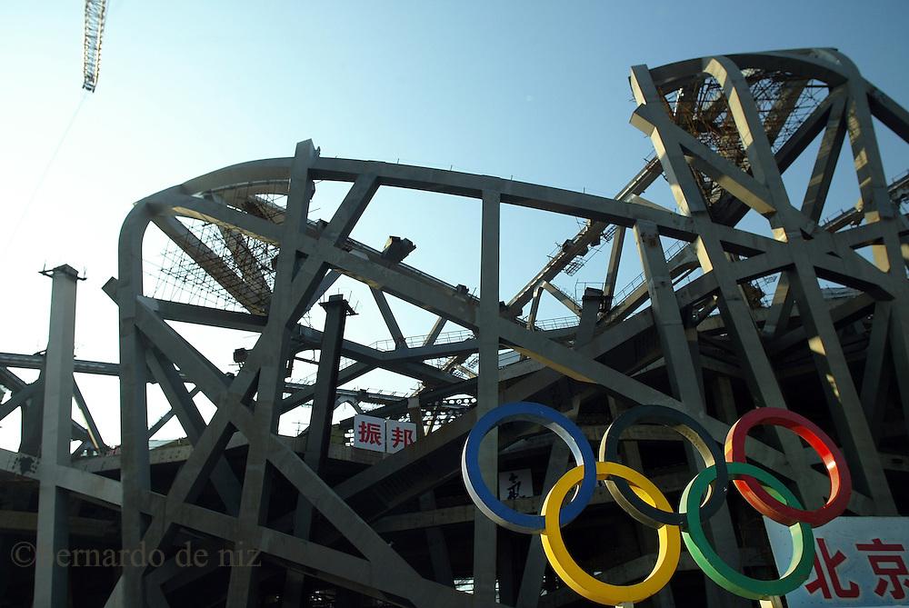 Imágenes de la constucción de los estadios y cedes Olímpicas  de Beijing 2008.  Beijing, China. 2007. Fotos: Bernardo De Niz