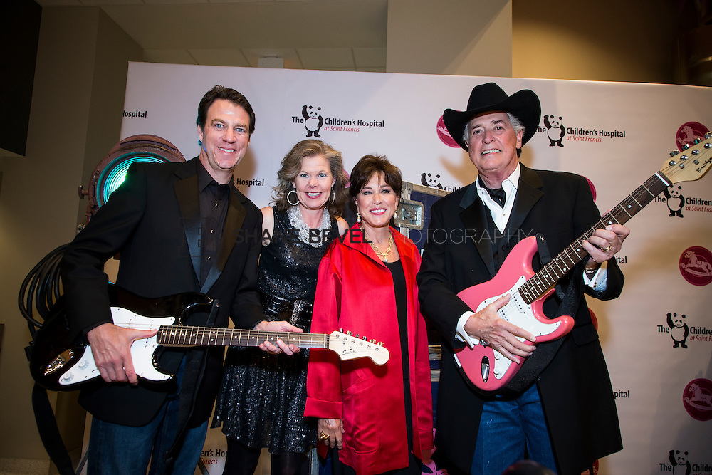 11/1/13 6:46:44 PM --- 2013 Painted Pony Ball for The Children's Hospital at Saint Francis with Chris Young and Dwight Yoakam. <br /> <br /> Photo by Shane Bevel